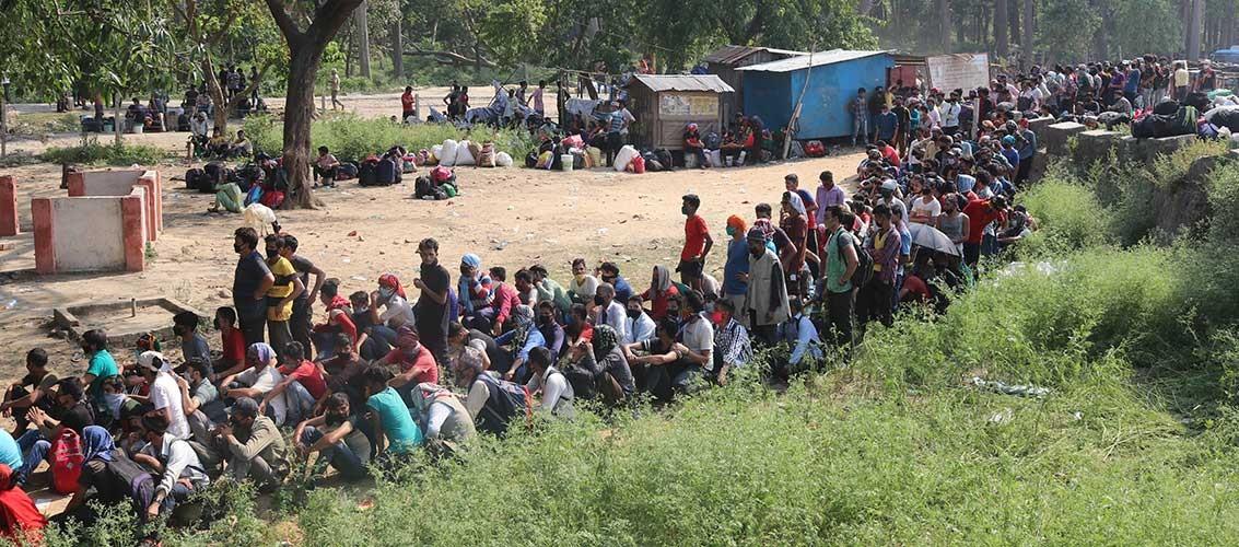 ओली सरकारको निकम्मापन : हजारौं मजदुर नेपाल प्रवेश, चेकजाँच गर्न किट छैन !