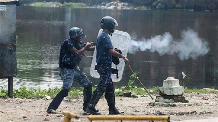 अनौठो घटना : तस्कर प्रकाउ गर्न जाँदा स्थानीयको आक्रमण, रित्ताेहात फर्कियाे प्रहरी