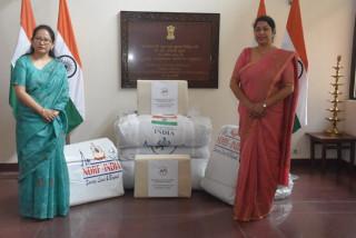 बाढी पीडितलाई भारतीय दूतावासले वितरण गर्याे राहत