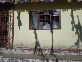 सभामुख सापकोटको धम्की दिँदै नेकपा कार्यकर्ताले गरे गुम्बा तोडफोड