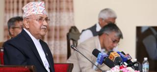 माधव नेपाल एमालेमै फर्किने भएपछि केपी ओलीको आकस्मिक बैठक, के छ रणनीति ?