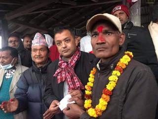 २ जना केन्द्रीय सदस्य नै कांग्रेसमा प्रवेश, गगन थापाले दिए सदस्यता