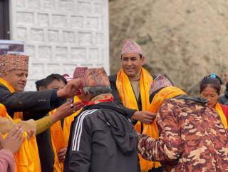 ओली–प्रचण्डका ३६७ कार्यकर्ता कांग्रेसमा प्रवेश, रामहरि खतिवडाले गरे भव्य स्वागत