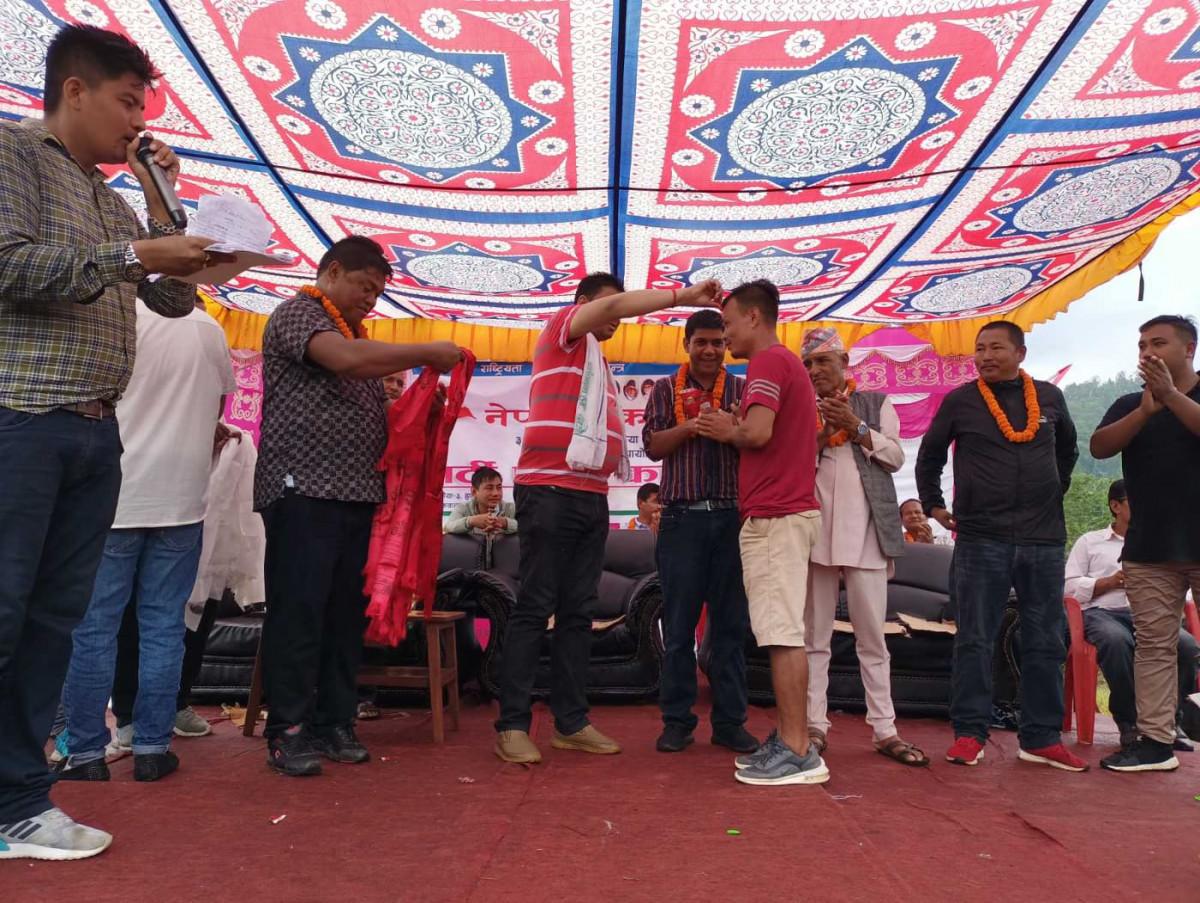 एमाले र माओवादीका नेताकार्यकर्ता कांग्रेसमा प्रवेश, ४८७ जनालाई नेता ईन्द्र बानियाँले गरे स्वागत !